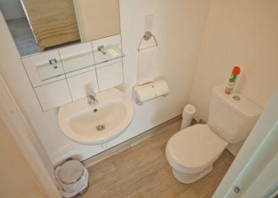 Absoloot Hostel Queenstown En-Suite Bathroom
