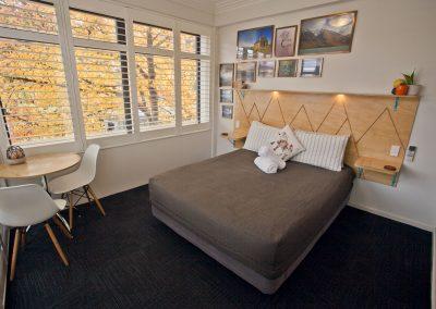 Absoloot Hostel Queenstown Queen Room