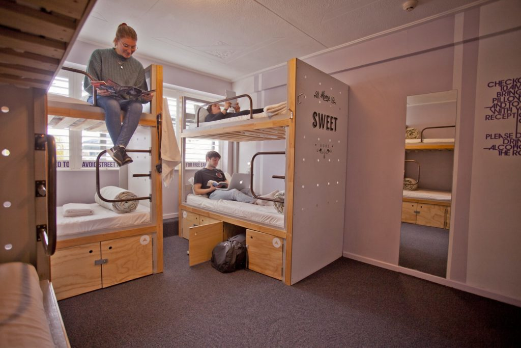 6 Bed Dorm En-Suite Bathroom, Absoloot Hostel QT