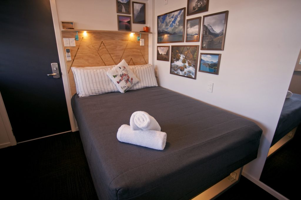 Absoloot Hostel Queenstown Double Room Lakeview